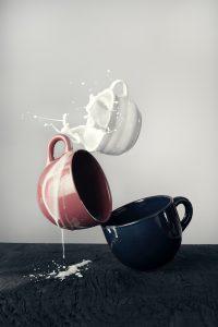 beker melk, moeilijk verdraagdbaar verteerbaar voor mensen met lactose intolerantie